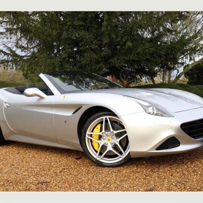Ferrari California 0d071950e1ac415b980021485941b1fd