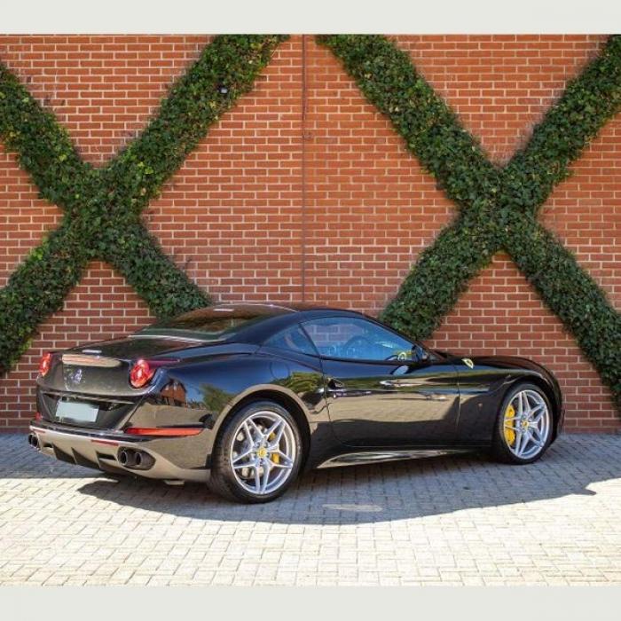 Ferrari California f06ef5f51fb046379dcf7c93d045686d