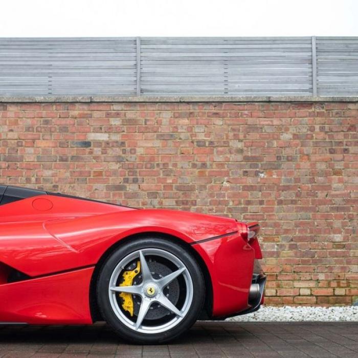 Ferrari Laferrari b264b9f4a3054f1e9d98a61b25ebb5b7