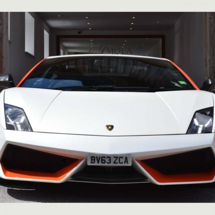 Lamborghini Gallardo 4b6e5061e6fa4559938b944abd6e1de8