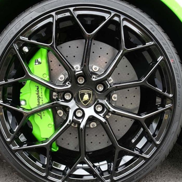 Lamborghini Huracan spyder 66dc7f502e644fc9bb5b2bcac0c23ab5